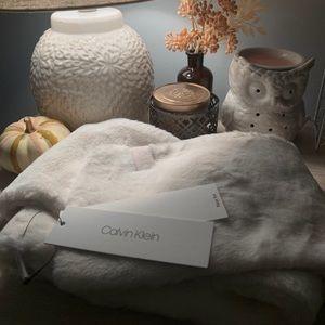 HP🦋✨ NWT🏷 Calvin Klein Winter Scarf